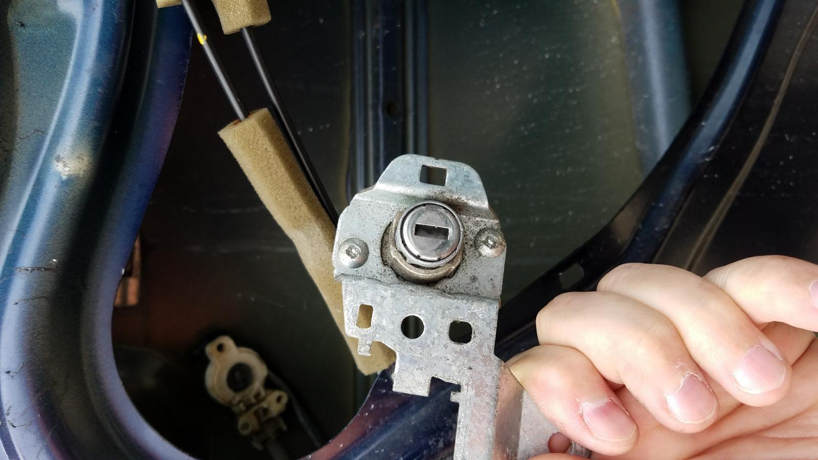 2009 Honda Civic Door Lock Cylinder Removal